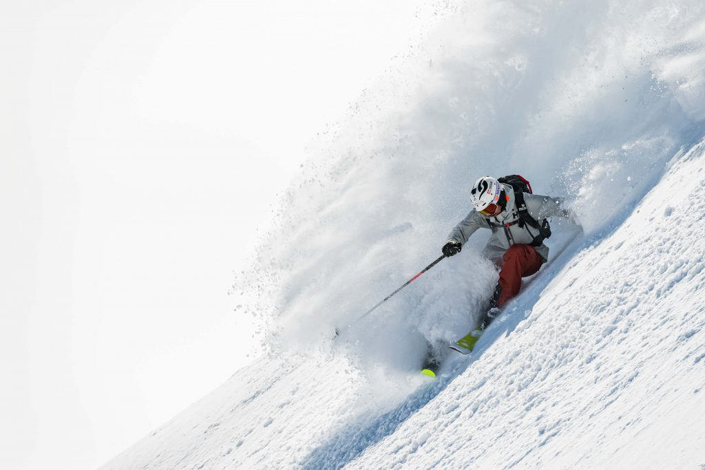 Aurelien Ducroz qui descend une montagne en ski