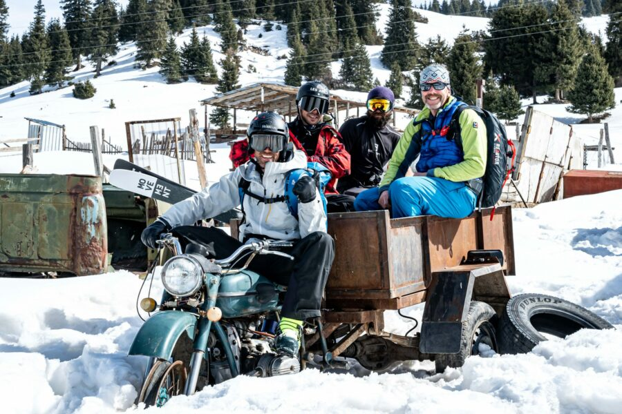 Aurelien Ducroz et son équipe au Kirgizstan